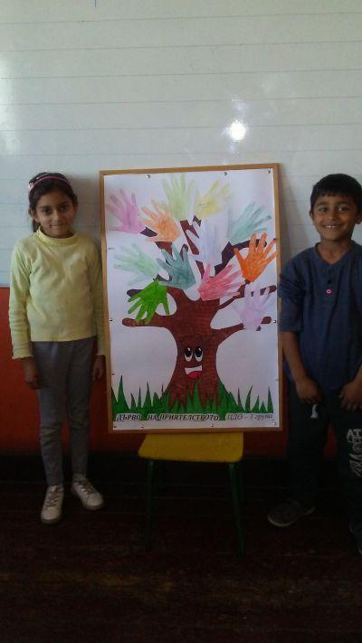 """Учениците от ЦДО 1 група изработиха """"Дърво на приятелството"""" - Изображение 1"""
