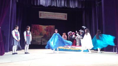 """Учениците от клуб """"Малките артисти"""" участваха в Осмия ученически театрален фестивал """"Арлекин"""" - Изображение 2"""